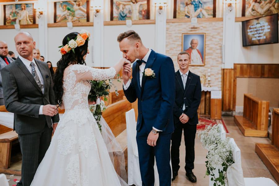 C & R - Mały Dworek Olsztyn - Sesja ślubna nad morzem 35