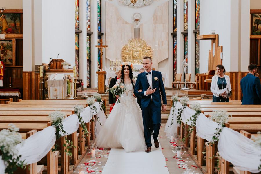 C & R - Mały Dworek Olsztyn - Sesja ślubna nad morzem 46