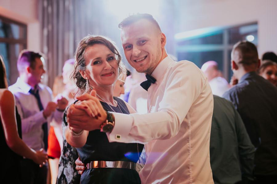 C & R - Mały Dworek Olsztyn - Sesja ślubna nad morzem 59