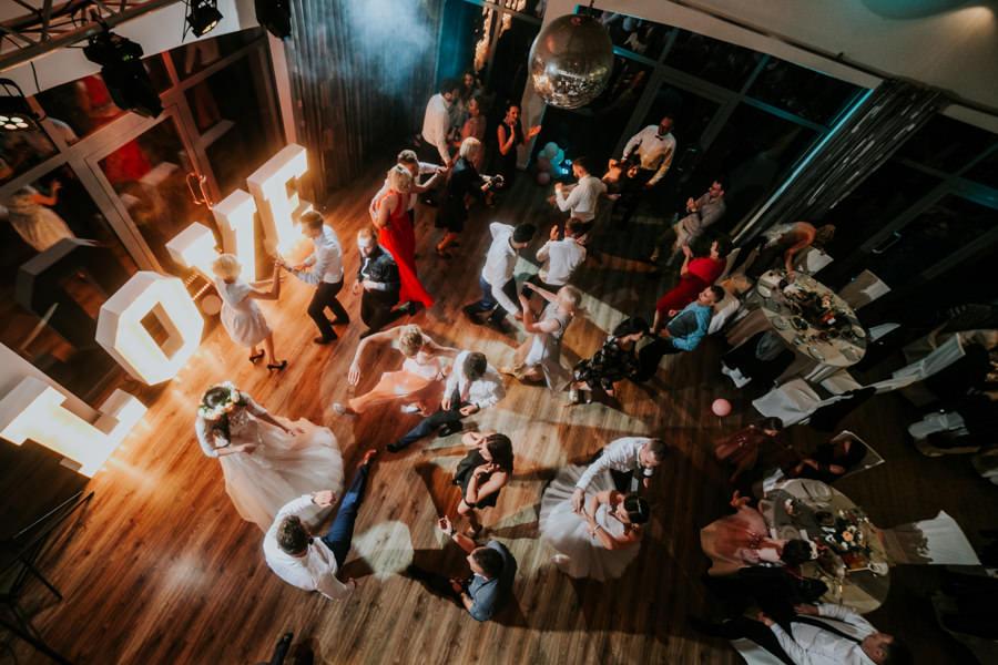 C & R - Mały Dworek Olsztyn - Sesja ślubna nad morzem 66