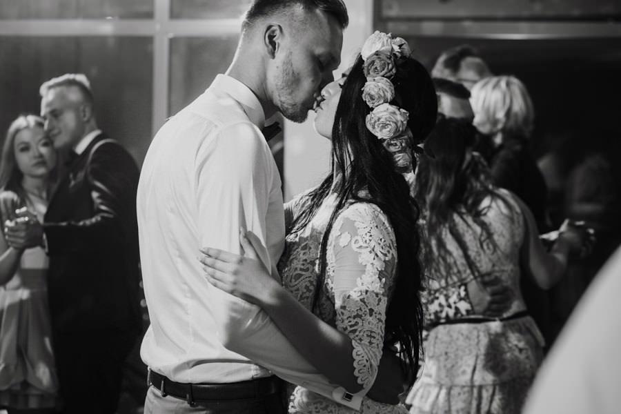 C & R - Mały Dworek Olsztyn - Sesja ślubna nad morzem 77