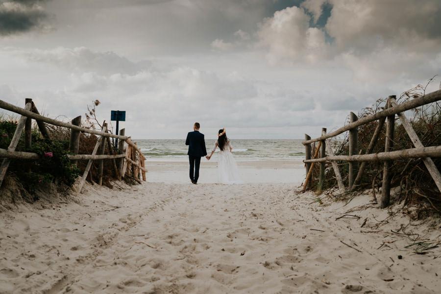 C & R - Mały Dworek Olsztyn - Sesja ślubna nad morzem 106