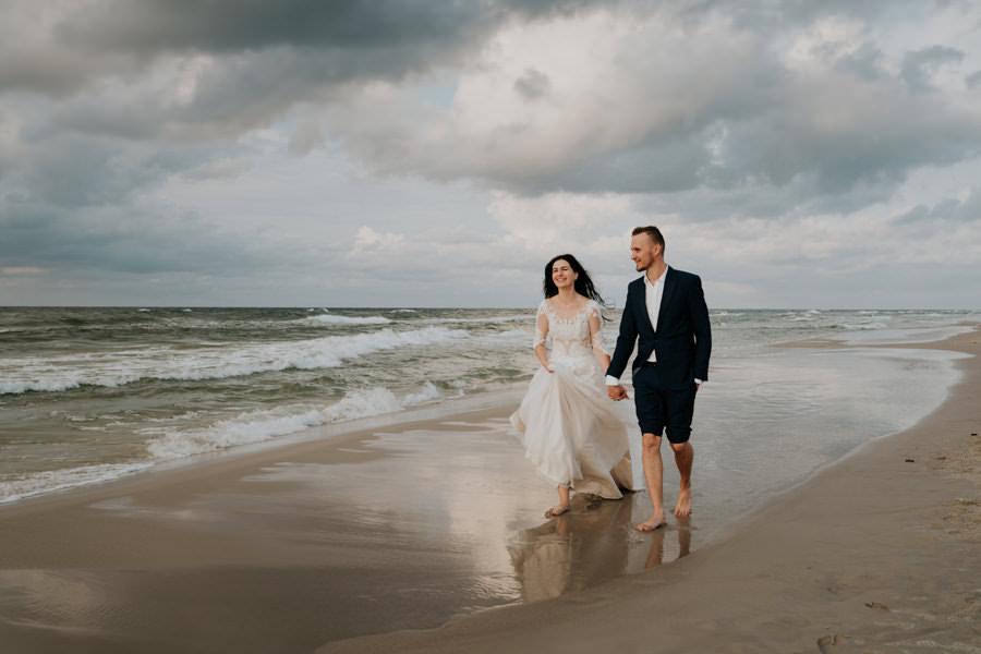 C & R - Mały Dworek Olsztyn - Sesja ślubna nad morzem 109