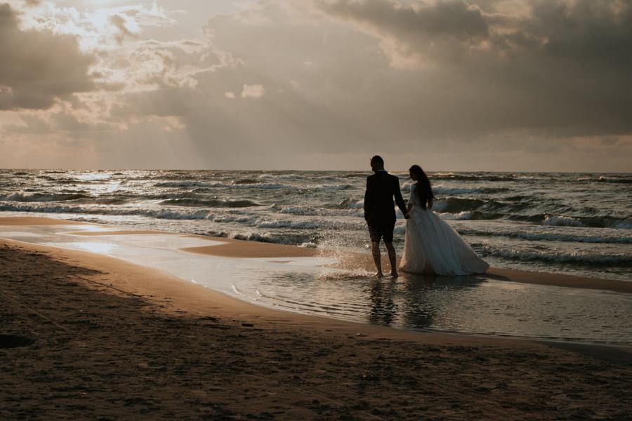 C & R - Mały Dworek Olsztyn - Sesja ślubna nad morzem 111
