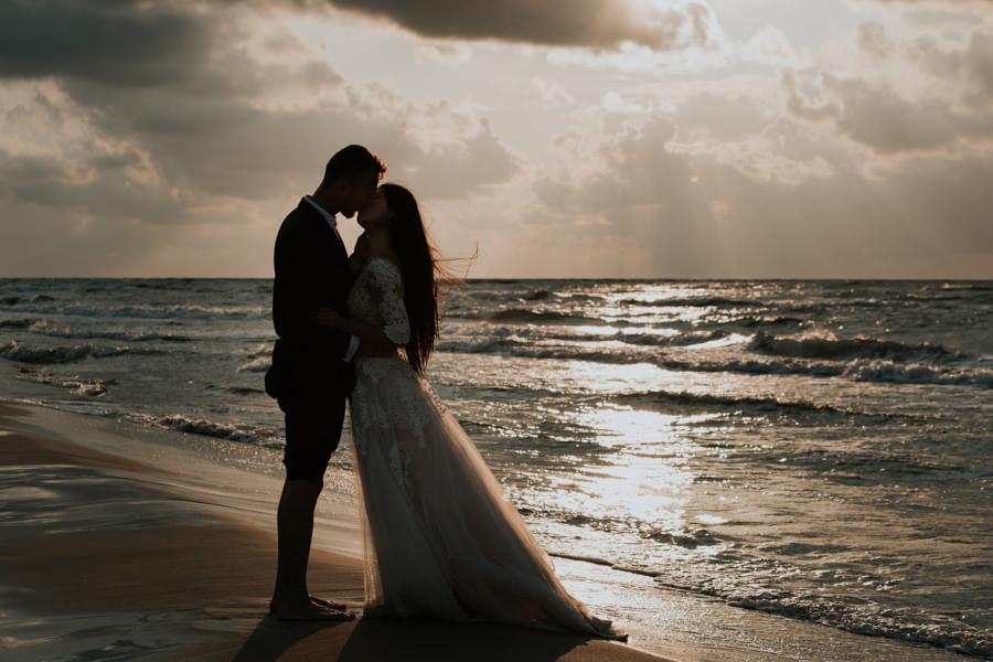 C & R - Mały Dworek Olsztyn - Sesja ślubna nad morzem 113