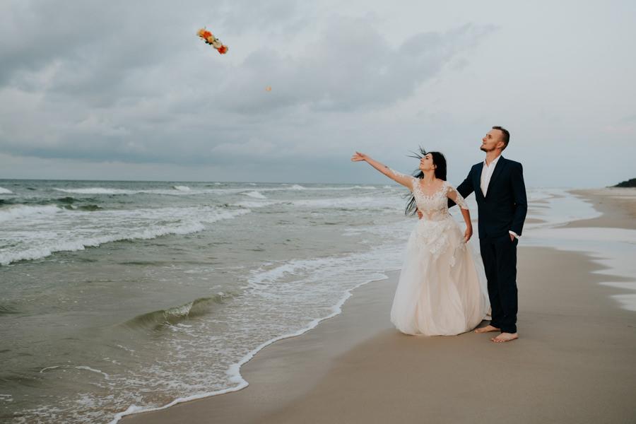 C & R - Mały Dworek Olsztyn - Sesja ślubna nad morzem 121