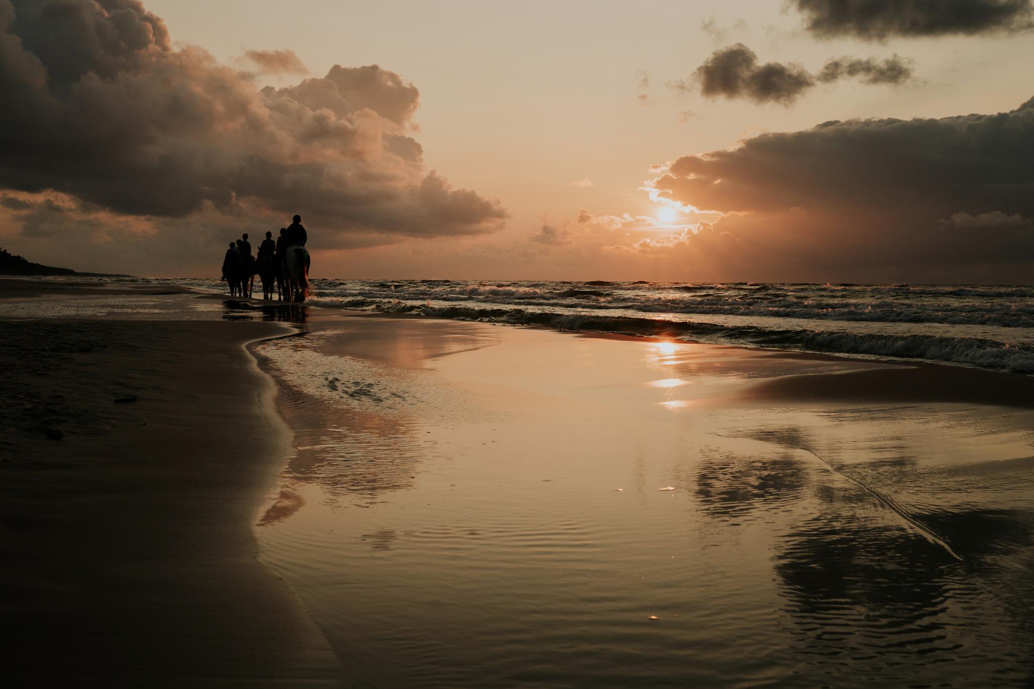 C & R - Mały Dworek Olsztyn - Sesja ślubna nad morzem 123