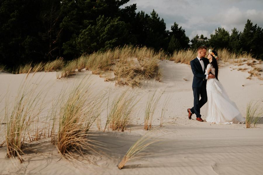 C & R - Mały Dworek Olsztyn - Sesja ślubna nad morzem 98