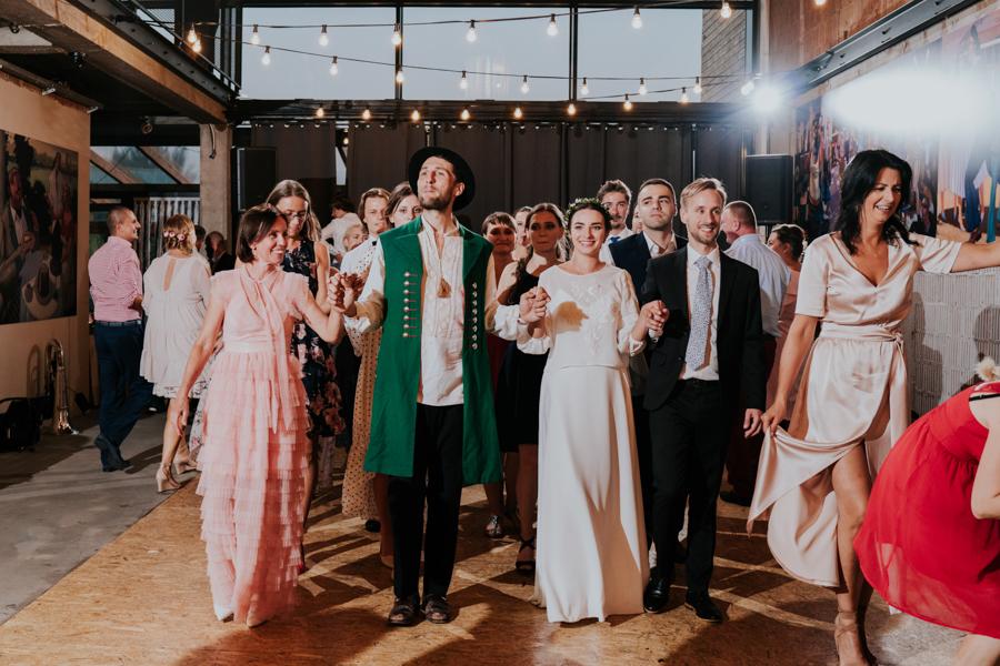 M&M - Rustykalne wesele i ślub w Folwarku Kamyk - Fotograf Częstochowa 112