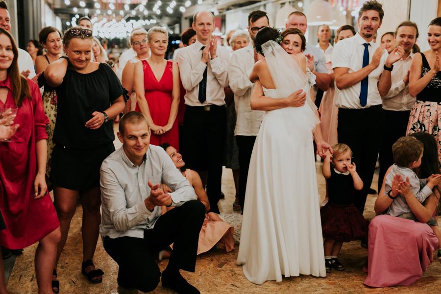 M&M - Rustykalne wesele i ślub w Folwarku Kamyk - Fotograf Częstochowa 121