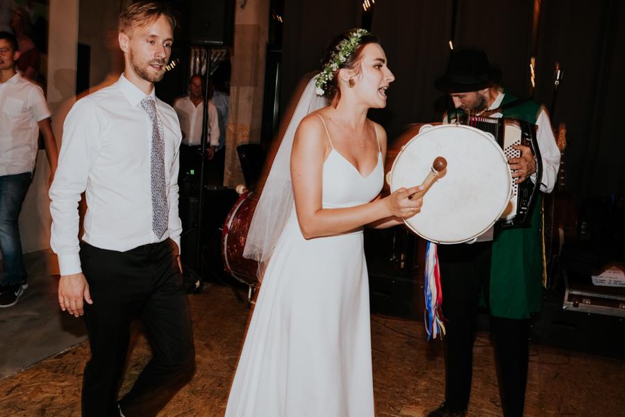 M&M - Rustykalne wesele i ślub w Folwarku Kamyk - Fotograf Częstochowa 134