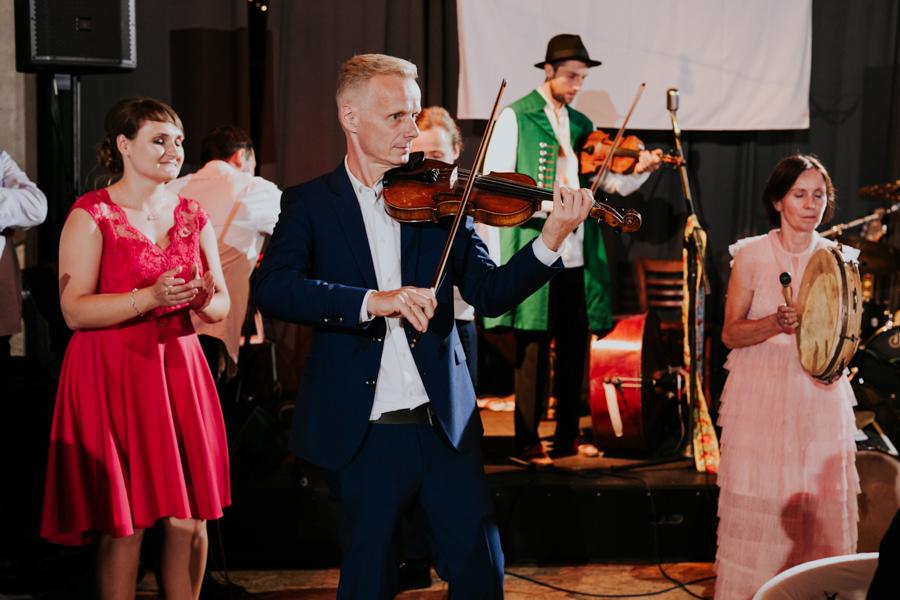 M&M - Rustykalne wesele i ślub w Folwarku Kamyk - Fotograf Częstochowa 152