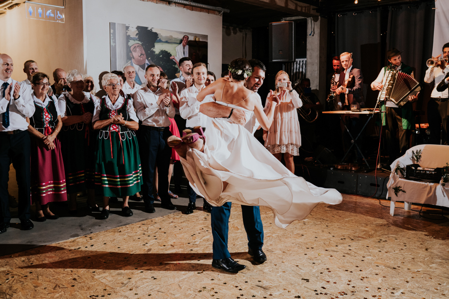M&M - Rustykalne wesele i ślub w Folwarku Kamyk - Fotograf Częstochowa 169