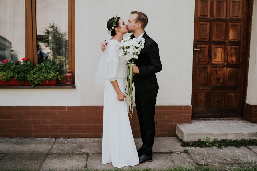 M&M - Rustykalne wesele i ślub w Folwarku Kamyk - Fotograf Częstochowa 30