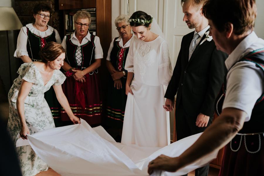 M&M - Rustykalne wesele i ślub w Folwarku Kamyk - Fotograf Częstochowa 33