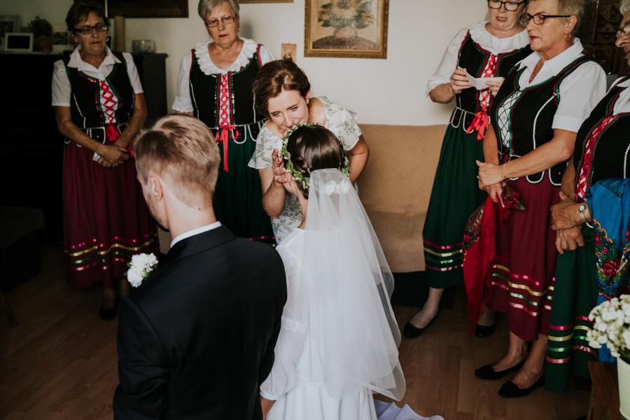 M&M - Rustykalne wesele i ślub w Folwarku Kamyk - Fotograf Częstochowa 34