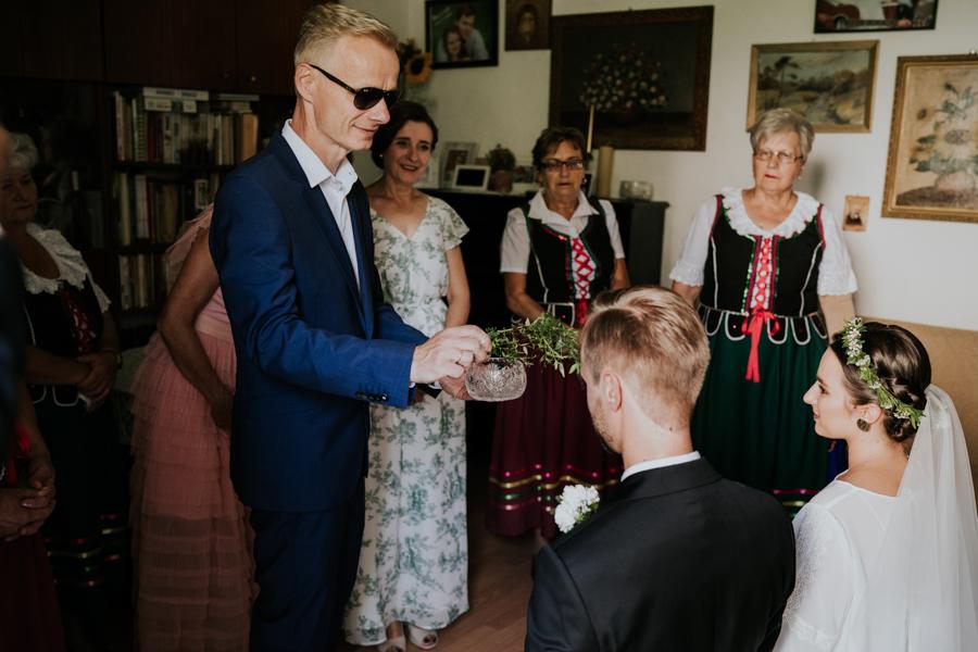 M&M - Rustykalne wesele i ślub w Folwarku Kamyk - Fotograf Częstochowa 36
